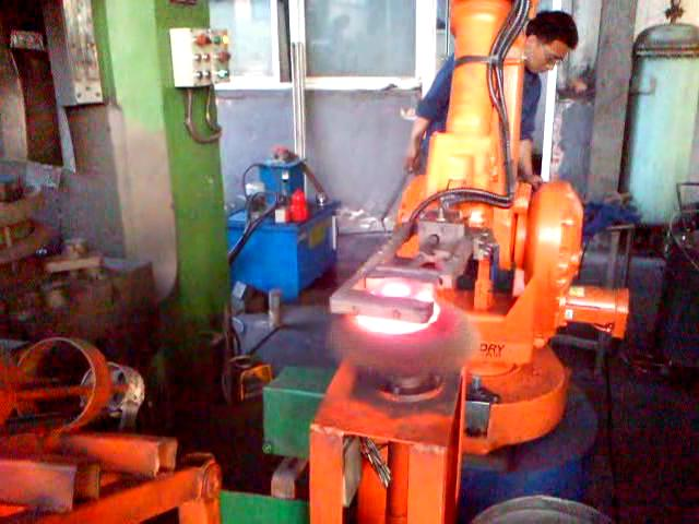 Robot and descaling device.jpg